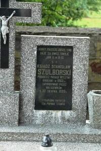 nagrobek_ksSzulborski_a